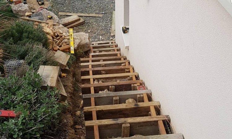 Création et pose d'un escalier en bois sur mesure à Pommiers